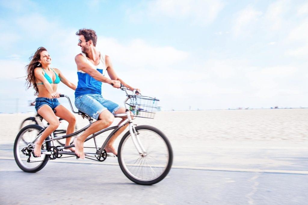 couple biking in los angeles